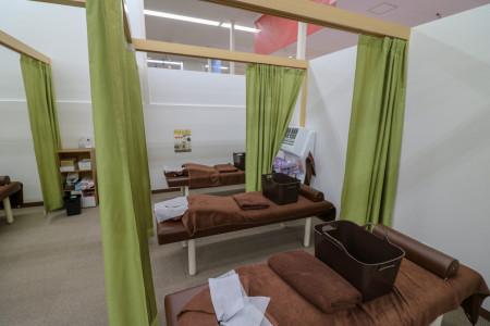 個室でリラックスして施術を受けることができます!
